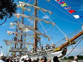 Visite pour nos Miss du bateau Le Mutin et du Cuauhtemoc:)